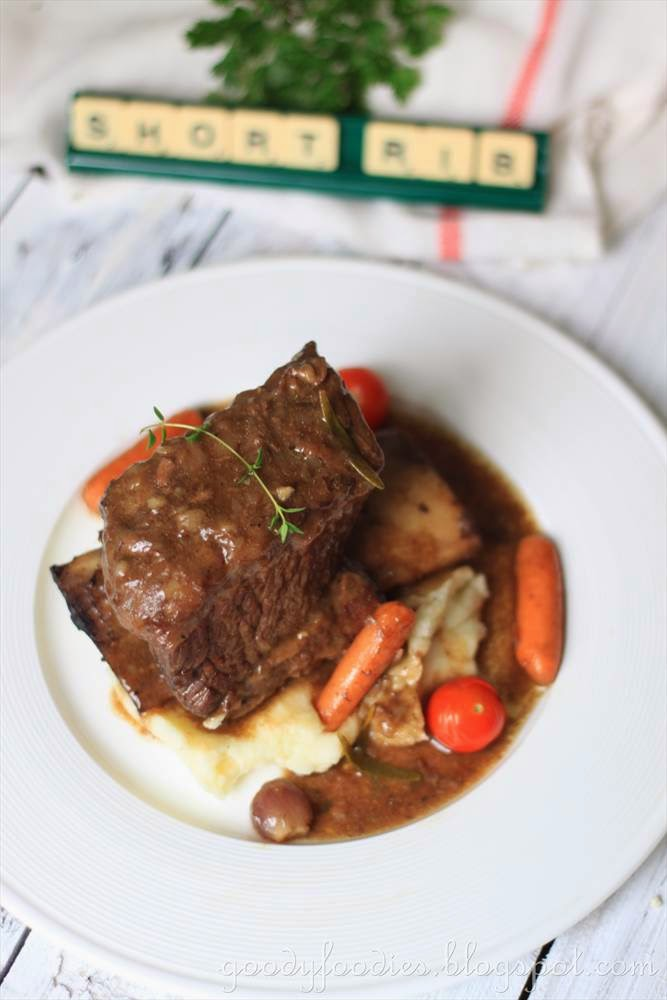 GoodyFoodies: Recipe: Braised beef short ribs with red wine, served ...