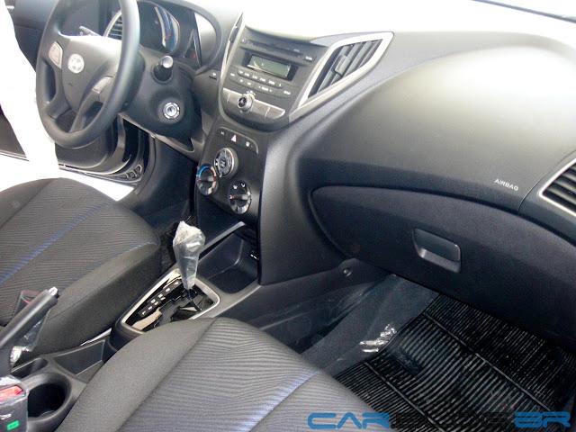 carro HB20 Hyundai Automático - por dentro