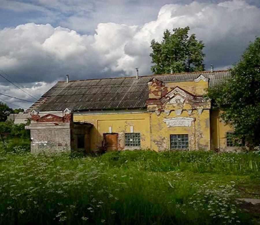 Cena de campo: abandono da agricultura é vissível  desde o trem especial que liga Moscou e São Petersburgo