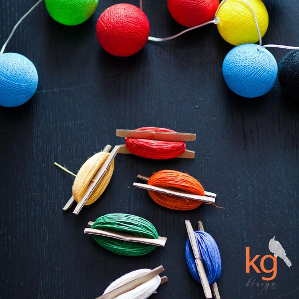 Oryginalnie i nietypowo zawiązane zaproszenia ślubne, kordonek, zaproszenia wiązane kordonkiem, zaproszenia wiązane sznurkiem lniany, kolorowe sznurki, biały, czerwony, pomarańczowy, żółty, zielony, niebieski, kg design