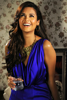 Esha Gupta height ,weight measurements