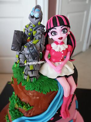 split theme cake design draculaura skylander
