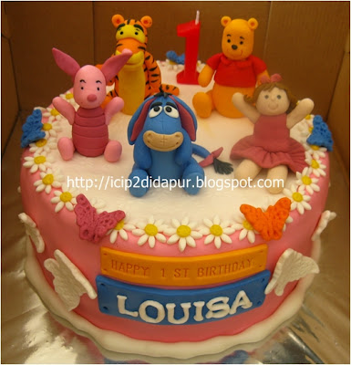 Yonada's: Pooh & friends Birthday Cake for Louisa