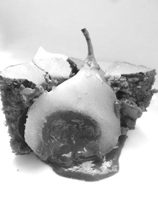 Prajitura de ciocolata cu pere umplute