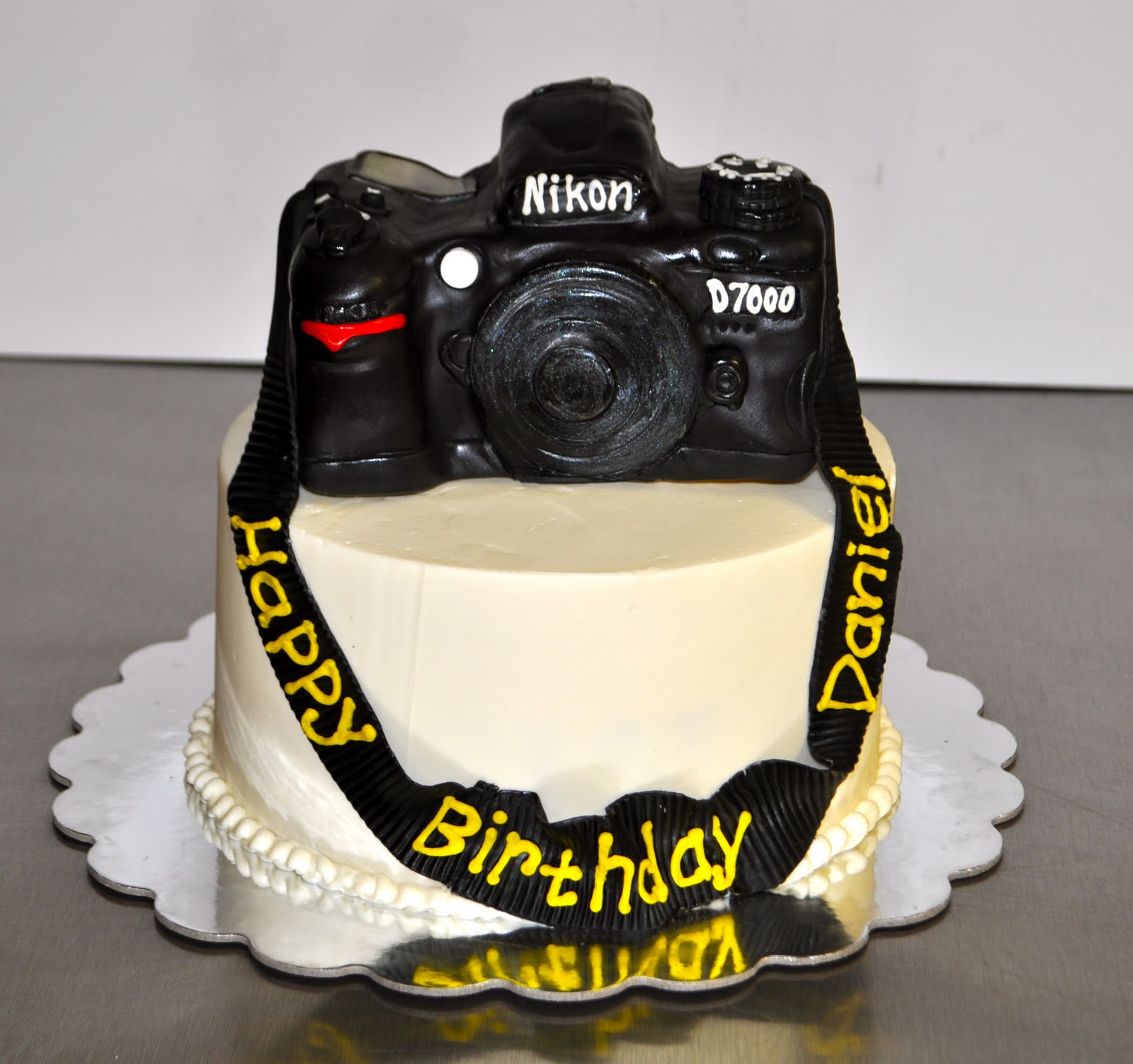 Leah s Sweet Treats: Nikon D7000 Camera Cake