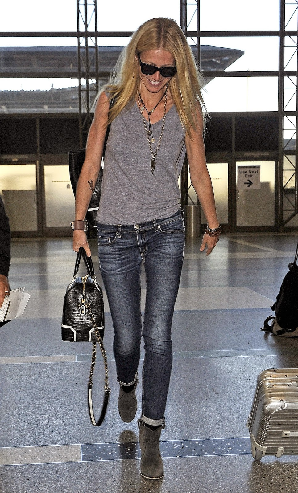 Gwyneth Paltrow in Rag & Bone Dre Jeans