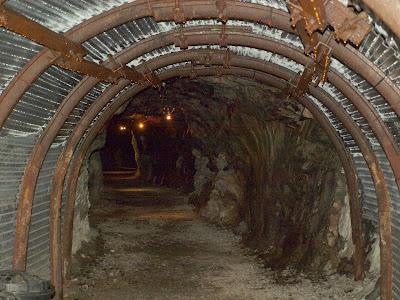 entrada mina riutort mina petroleo guardiola bergueda