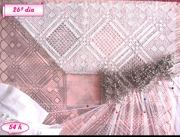 foto avance pañuelo de novia de encaje de bolillos, día 26 y 54 horas de labor realizadas casi a la mitad