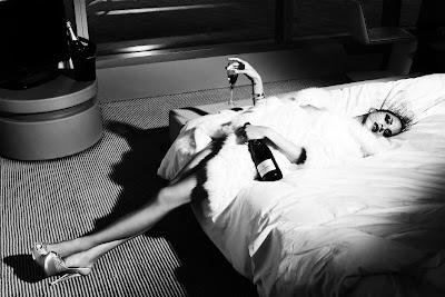 Noemie Lenoir par Sergi Pons pour GQ Spain