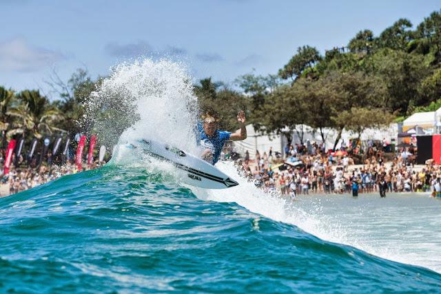 20 Quiksilver Pro Gold Coast 2015 Dusty Payne Foto WSL Kelly Cestari