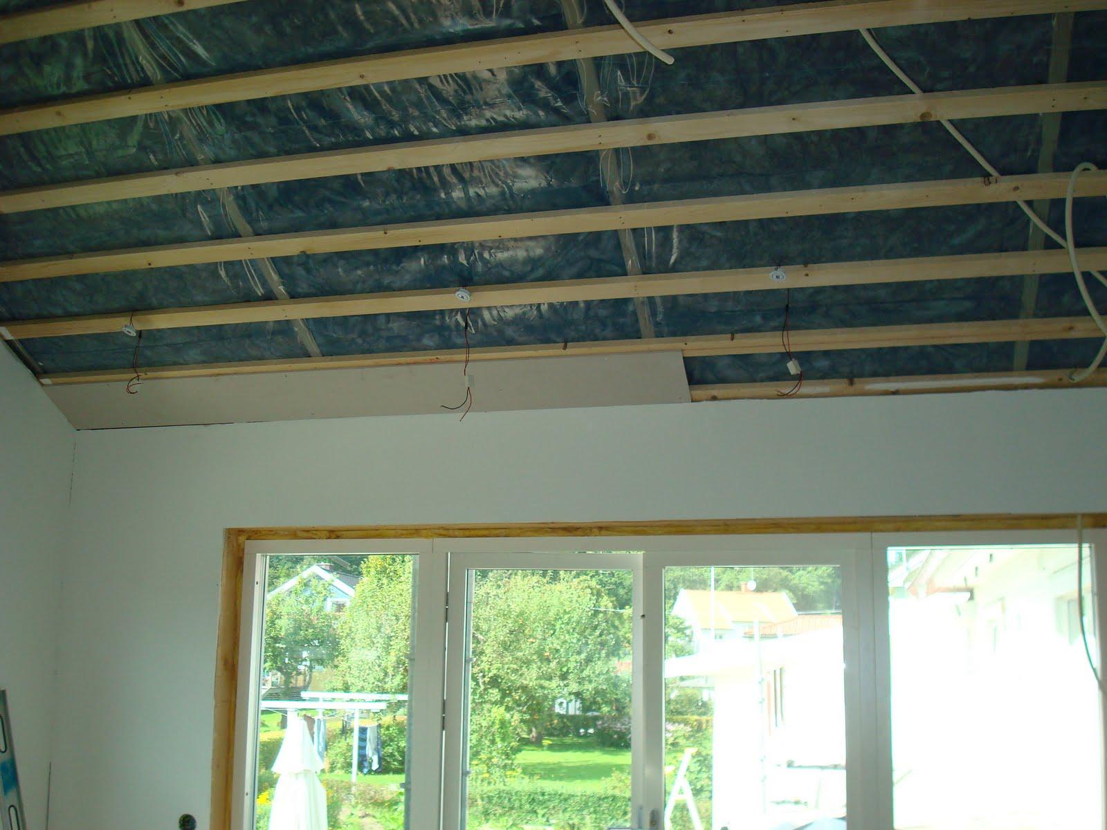 Kombinerat Kok Och Vardagsrum : taket i vardagsrummet har vi forre lampor mer som allmonbelysning