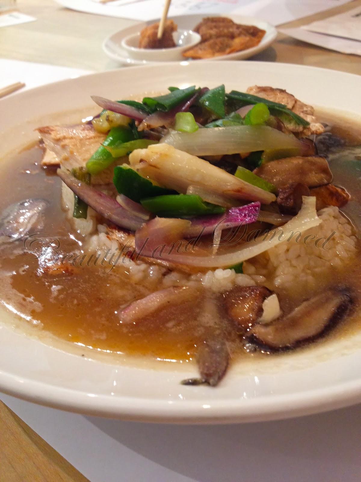 Arroz caldoso con pollo a la brasa y verduras