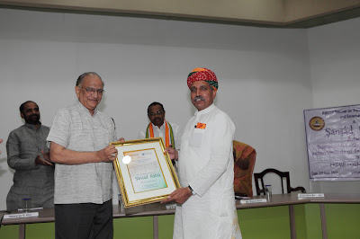 Mr T S Krishna Murthy (Former Chief Election Commissioner of India) presenting Sansad Ratna Award 2013 to Mr Arjun Ram Meghwal,  Member of Parliament from Bikanir, Rajasthan