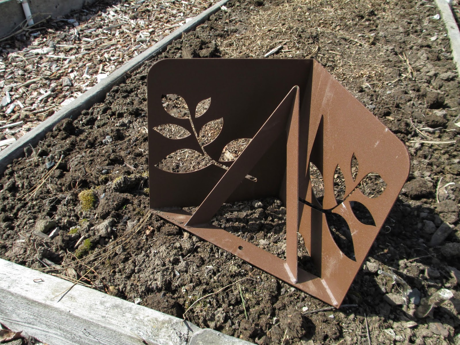 New raised bed brackets, part one - Susan\'s in the Garden