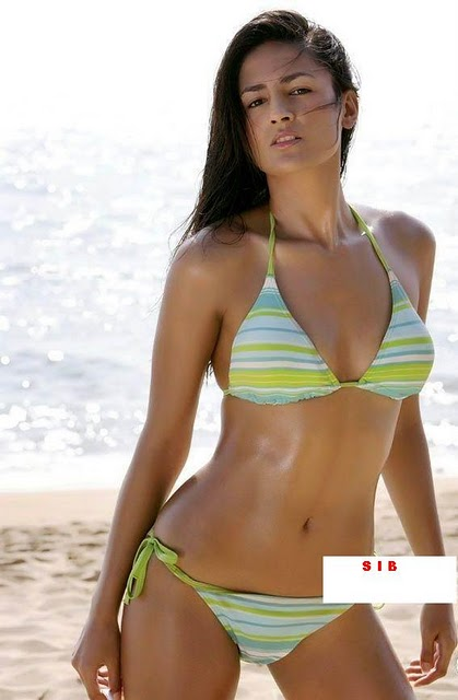 ... Picture: Aruna Shields hot and sexy bikini unseen latest photos