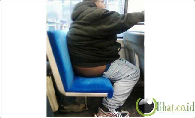 Celana melorot? Jaket tersingkap?