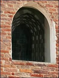 Monofora finestra ad apertura unica