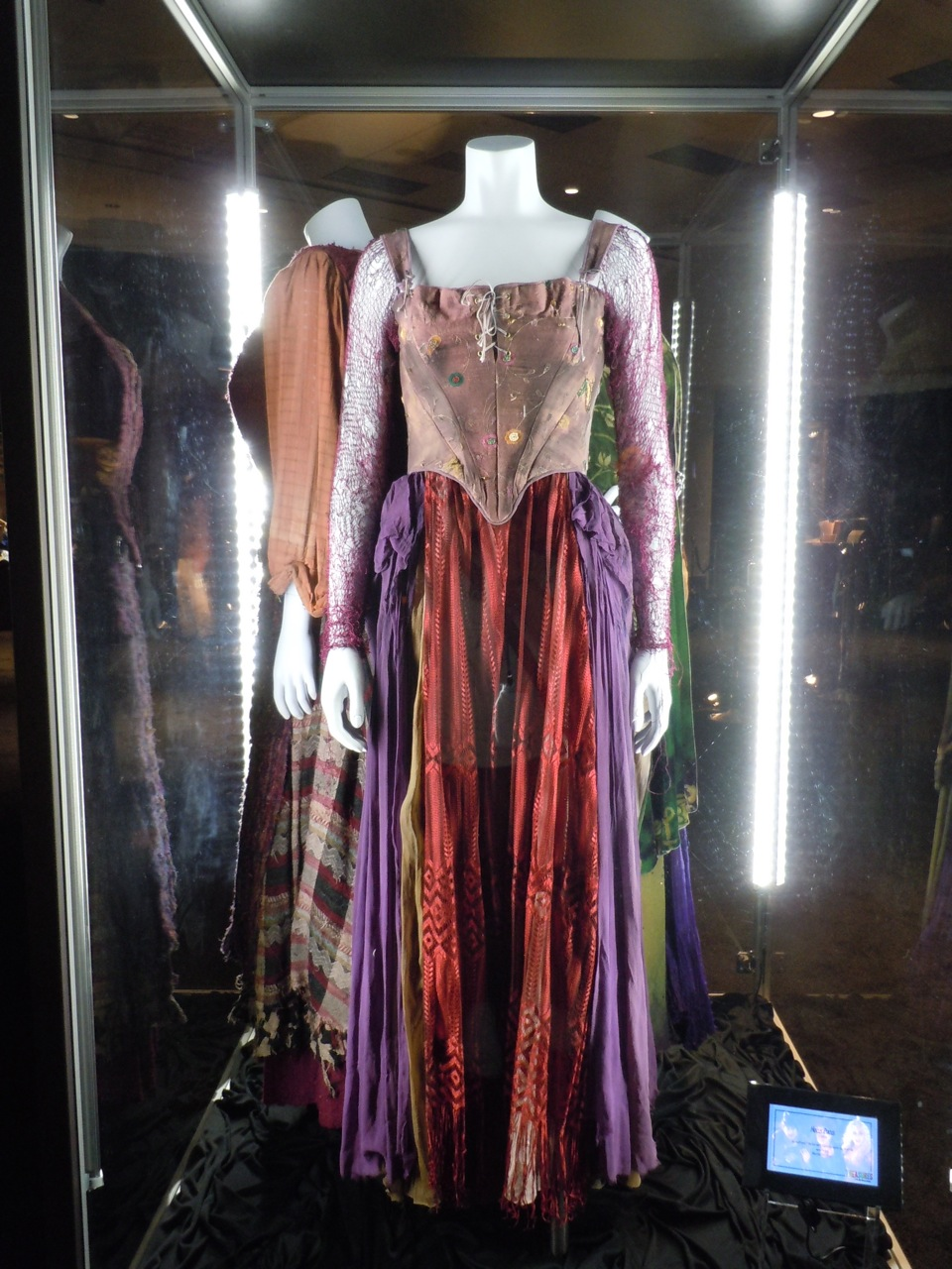 Hollywood movie costumes and props hocus pocus movie for Movie photos for sale