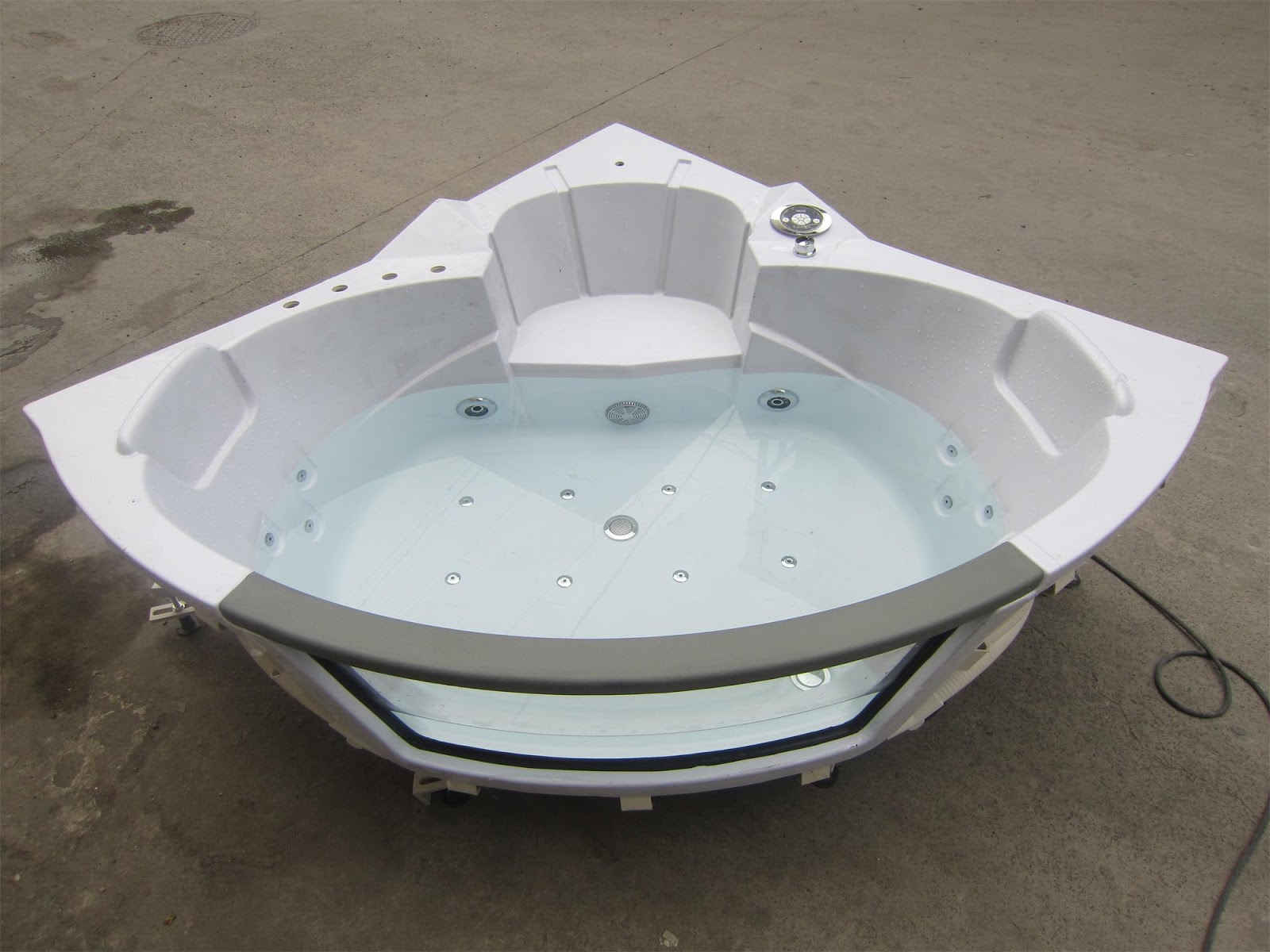 BATHTUB IN PRODUCTION