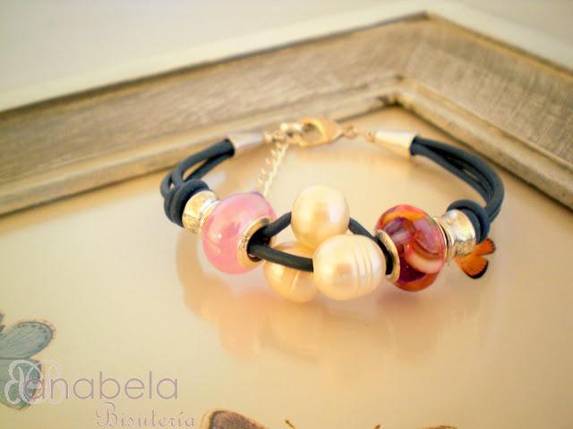 pulsera de cuero madreperla y perlas cultivadas