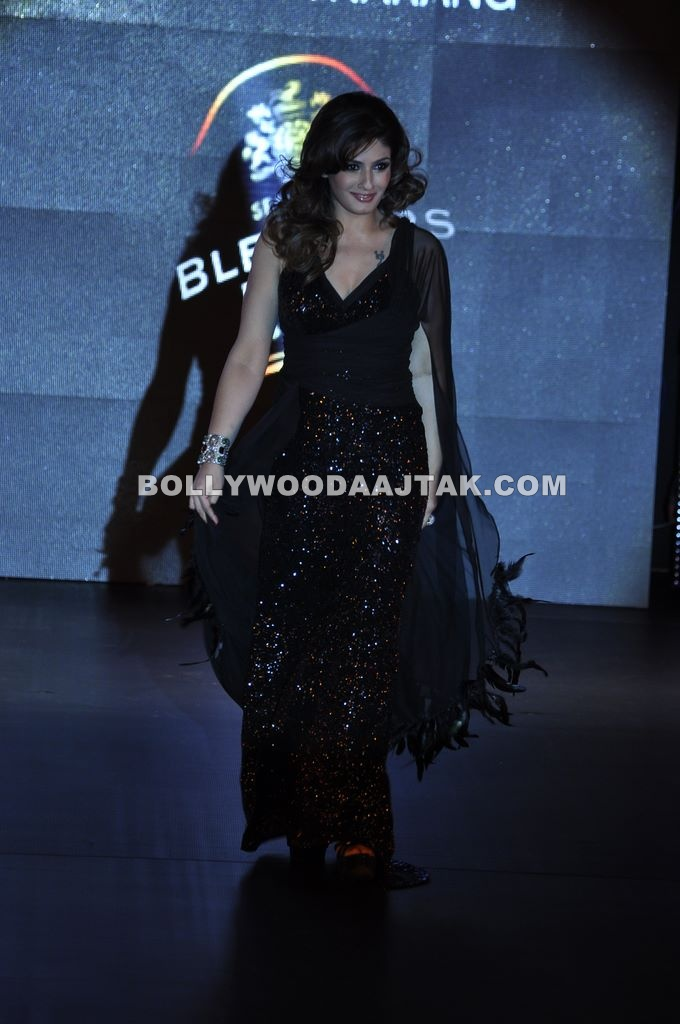 Ravishing Raveena Tandon Walks for Ramona Narang