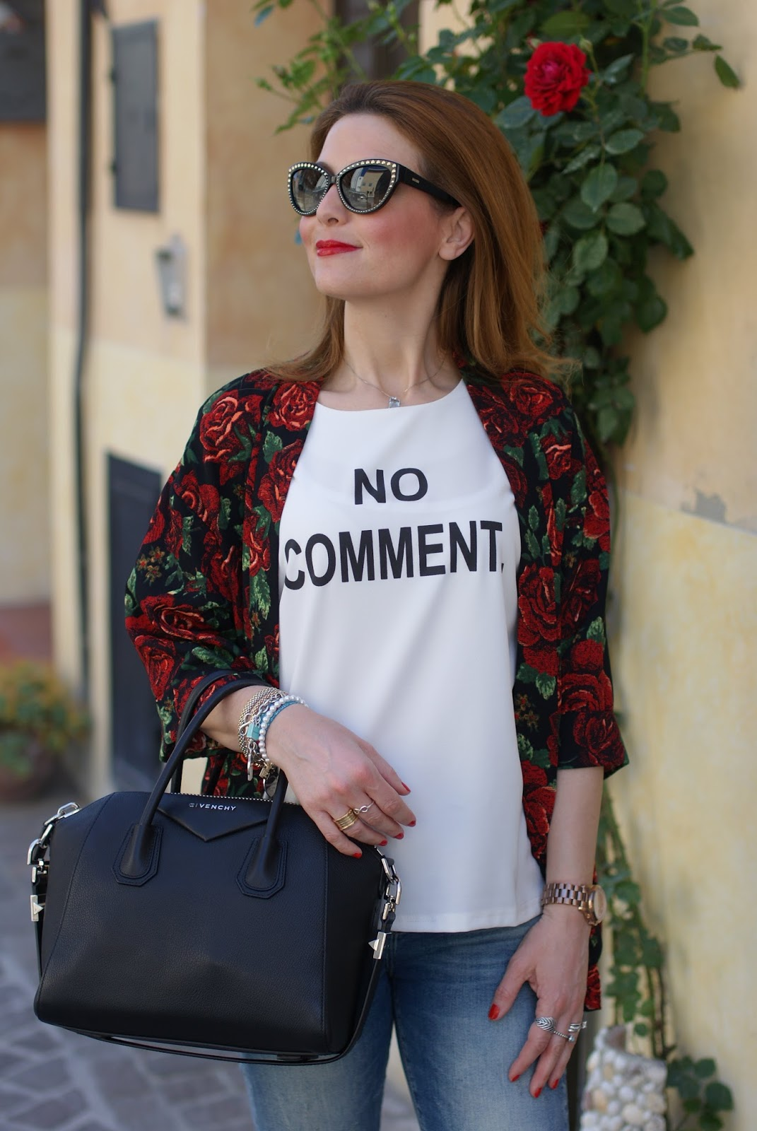 roses kimono jacket and givenchy antigona in a casual look on Fashion and Cookies fashion blog