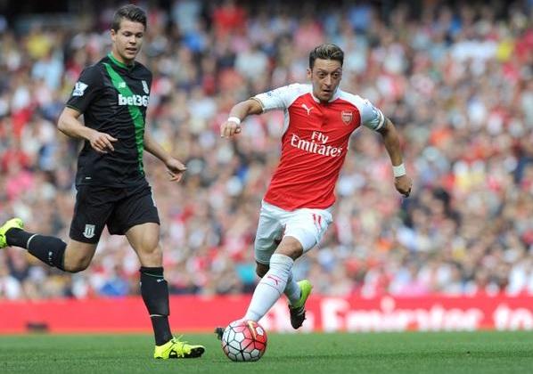 Arsenal Sukses Meraih Tiga Poin Atas Stoke City Dengan Hasil Akhir 2-0