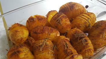 מניפות תפוחי אדמה ועשבי תיבול