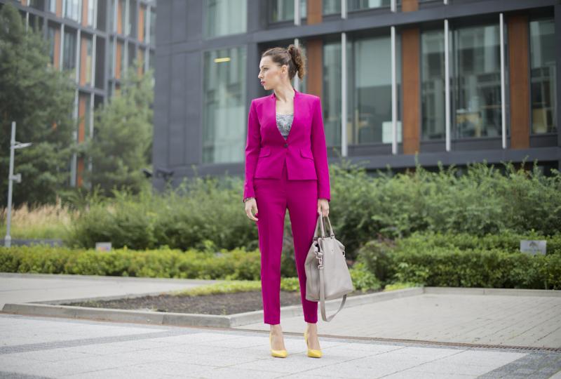 różowy garnitur stylizacja