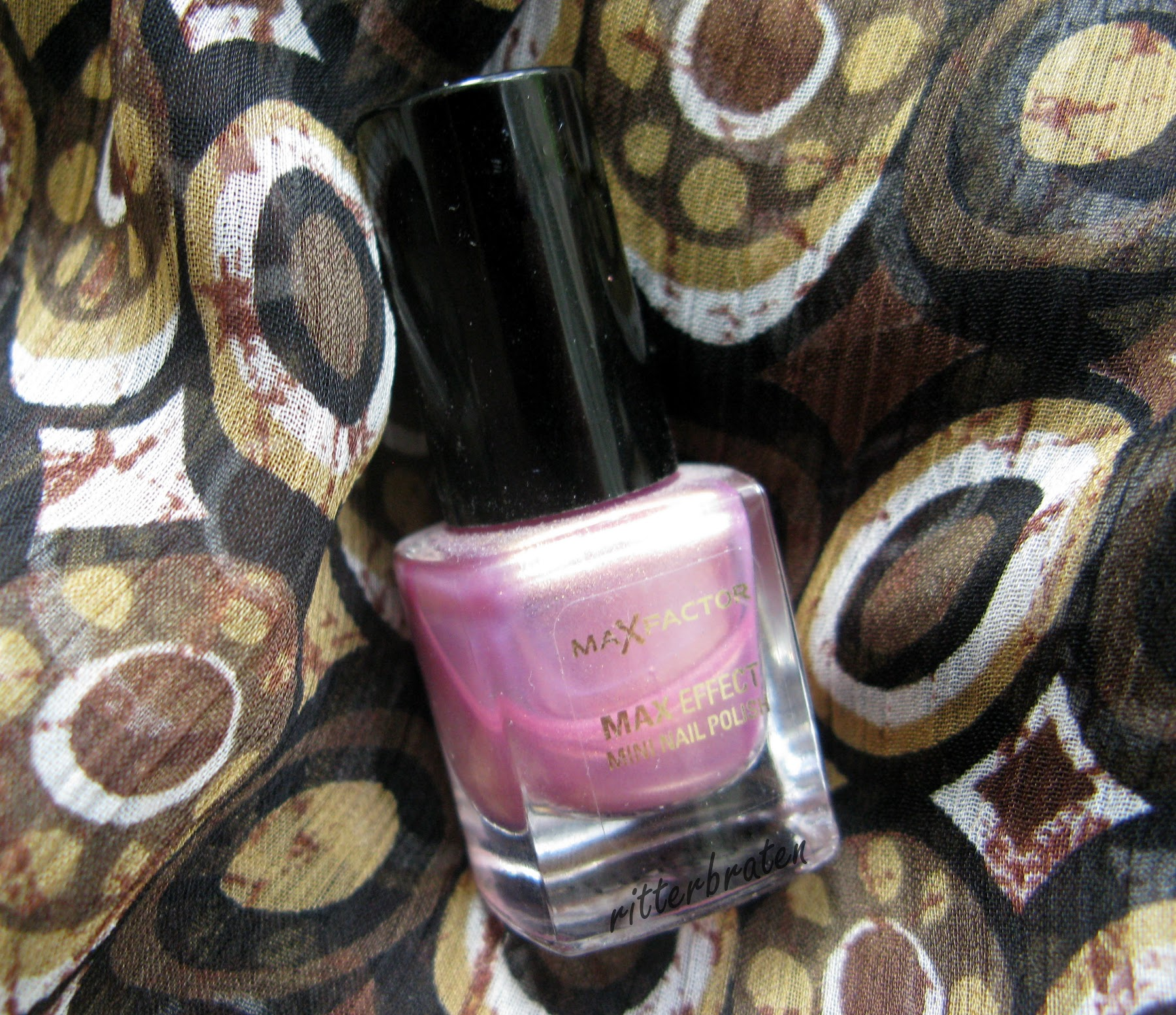Max Factor Sunny Pink nail polish swatch