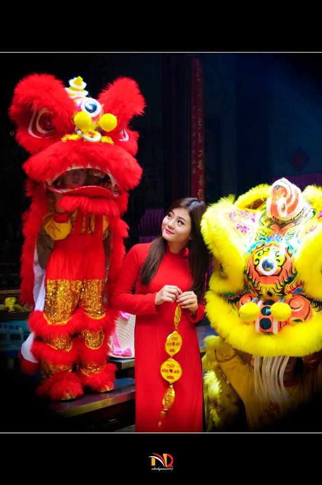 Hotgirl Châu Dương đi lễ chùa đầu năm 14