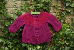 Find masser af opskrifter på enkle og farverige (børne)trøjer