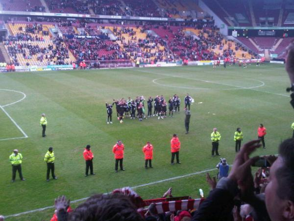 AsKHGlKCEAAHNfO Bradford 0 0 Swindon: Stand up for the Champions