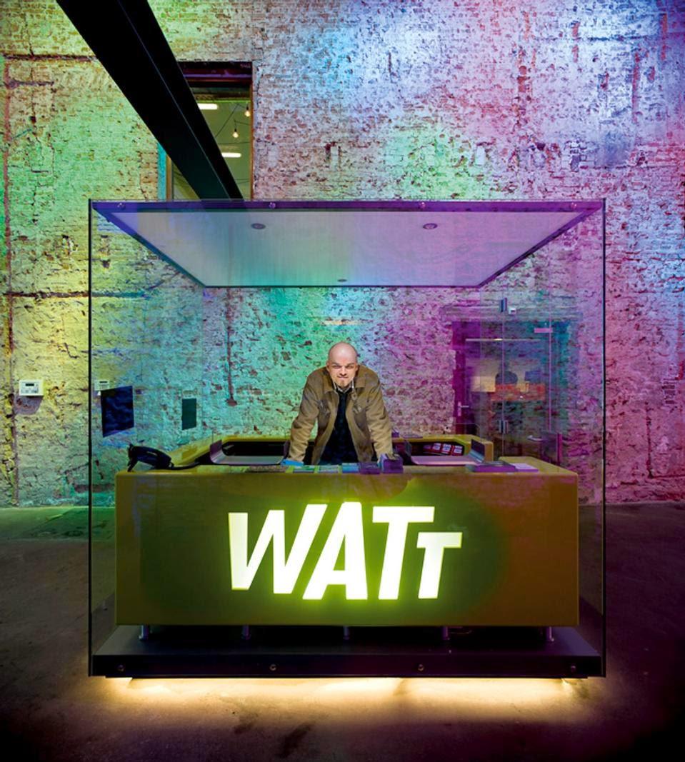 Hoe versterkd gekleurd verlichting de functie van een for Watt verlichting den haag
