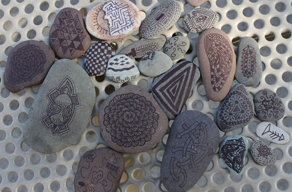 drawing on rocks with Sharpie markers