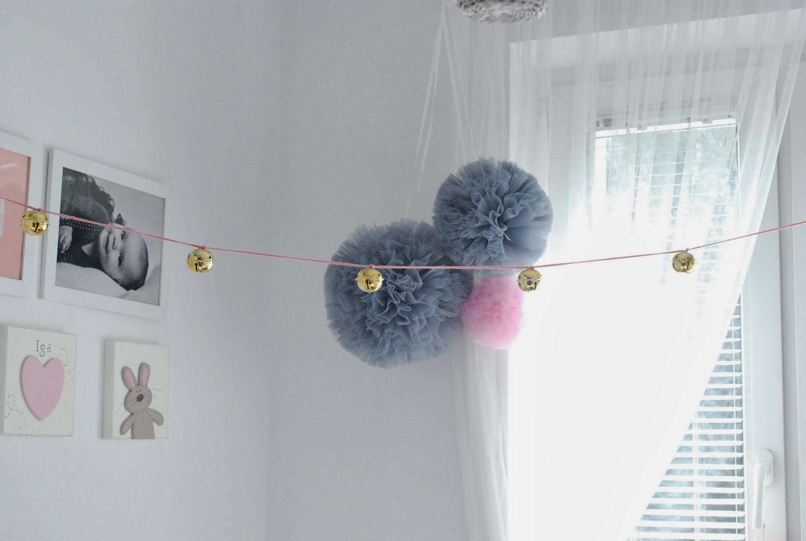 Małe Wilczki DIY: girlanda z dzwoneczków w stylu Numero 74 pompony tiulowe