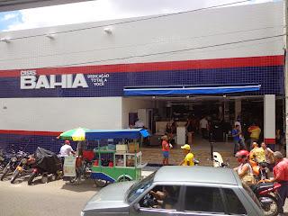 Fachada das Casas Bahia do lado da Rua São Francisco.