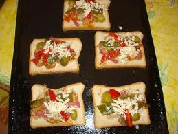 بيتزا التوست بالخضار من اكلات سحور رمضان