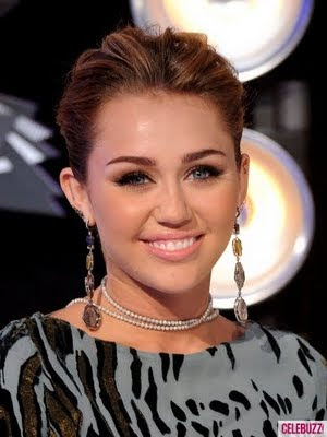 Miley Cyrus at the 2011 MTV VMA red carpet