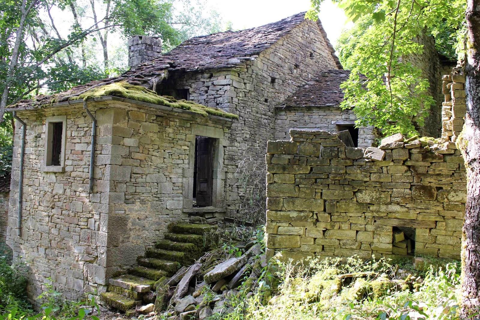 Emilia misteriosa bardi non solo moroello e soleste for Tre case di pietra