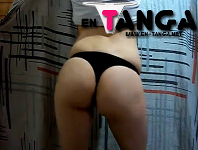 Bailando cumbia en tanga (Video)