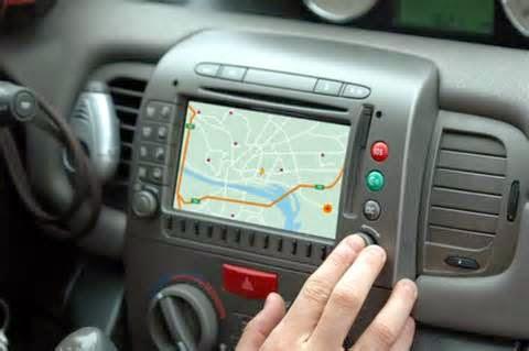GPS Mobil atau Global Positioning Sistem untuk mobil adalah satu teknologi pemantau posisi mobil mengunakan satelit. Untuk menggerakkan sistem gps, selain memakai satelit juga diperlukan piranti penerima tanda GPS. GPS (GPS receiver) inilah yang berfungi untuk menemukan titik yang di cari, dalam hal ini mobil.