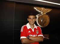 Eduardo Salvio com a camisola do Benfica.