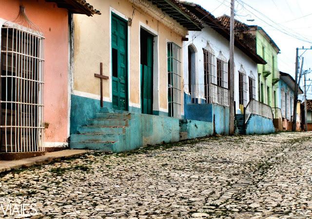calle empedrada trinidad cuba