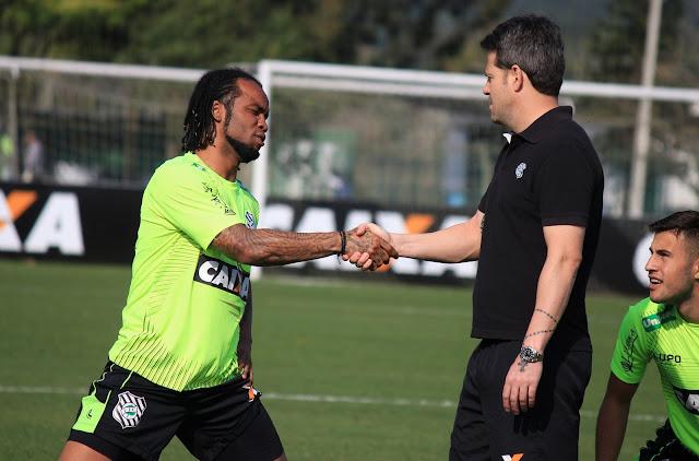 Carlos Alberto pode ser poupado do jogo desta quarta-feira contra o São Paulo (Foto:Site Oficial)