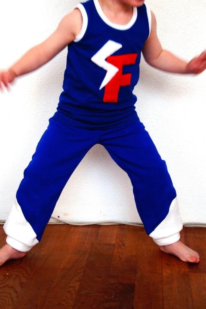 DIY superhero costume, twisted tank and aviator pants - sewn by huisje boompje boefjes