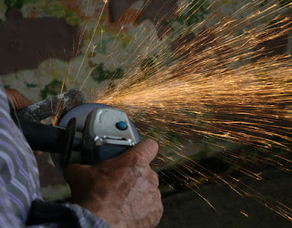 Using a grinder as a blade sharpener