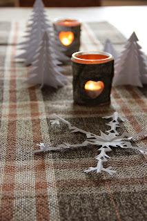 http://kreativerpott.blogspot.de/2014/11/weihnachtsdeko-aus-papier.html