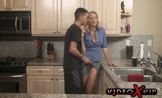 Madre Folla Su Hijo En La Cocina