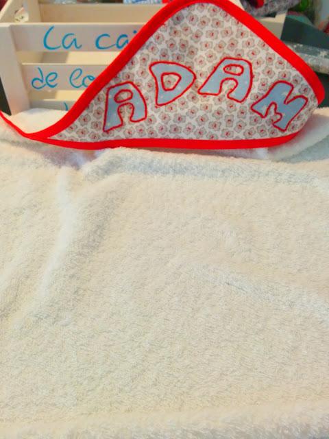Capa de baño bebé artesanal personalizada con nombre